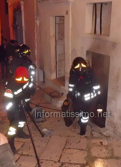 Pompieri_sottano_a_fuoco4