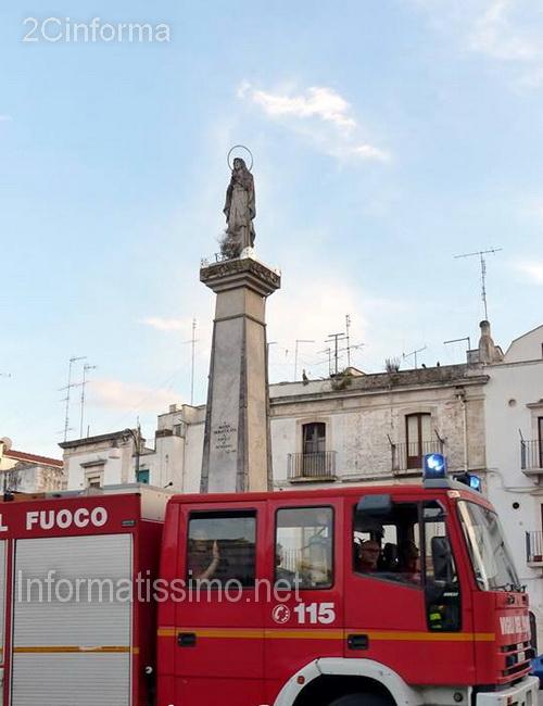 Porta_Nuova_Putignano_-_Stele_Madonna_Immacolata