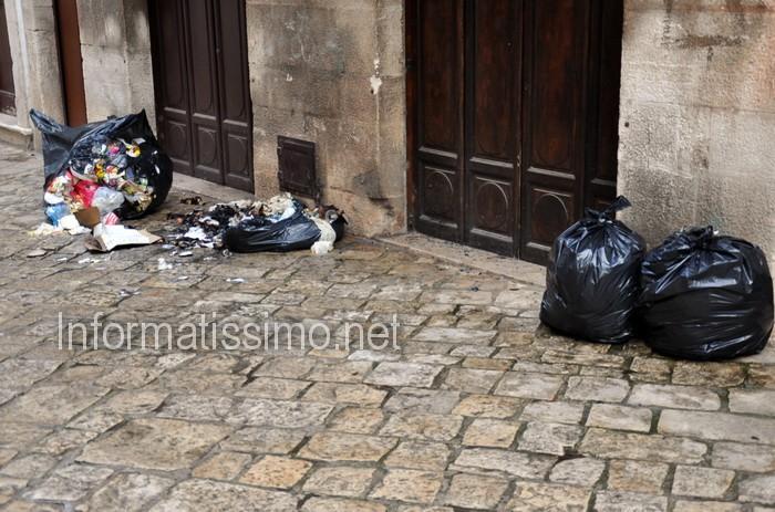 Rifiuti_centro_storico_Putignano