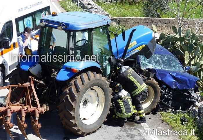 Scontro_auto_-_trattore_a_Gioia_sp329
