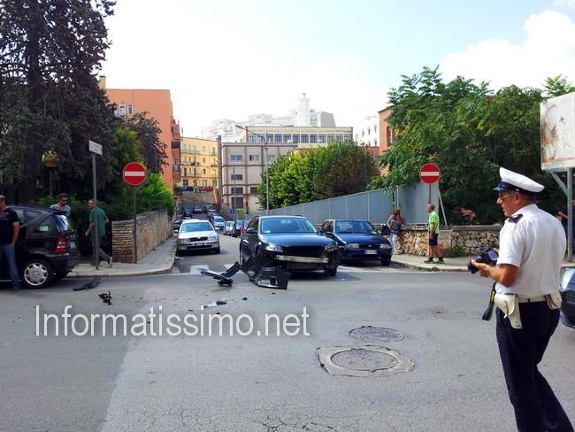 Tir_contro_auto_Via_Cav_di_Malta2
