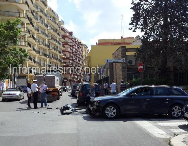 Tir_contro_auto_Via_Cav_di_Malta5