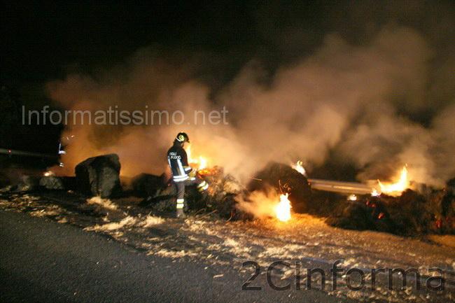 camionista_perde_un_carico_di_fuoco_low