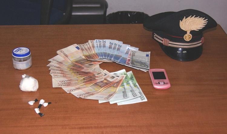 droga_e_denaro_sequestrato_ad_acquaviva