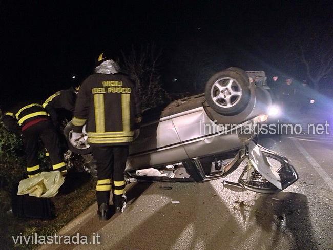 incidente_sp_58_auto_ribaltata_Putignano_low