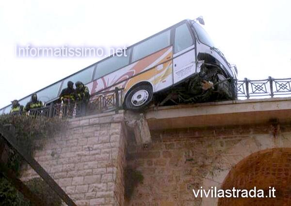 pullman_in_billico_ponte_lama_monachile_Polignano_a_Mare