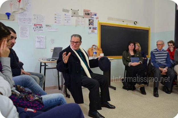 Vincenzo_Landi_con_gli_studenti_dellIPSSEOA_2