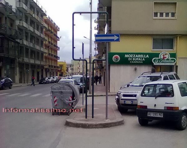 Tabelloni_che_intralciano_low
