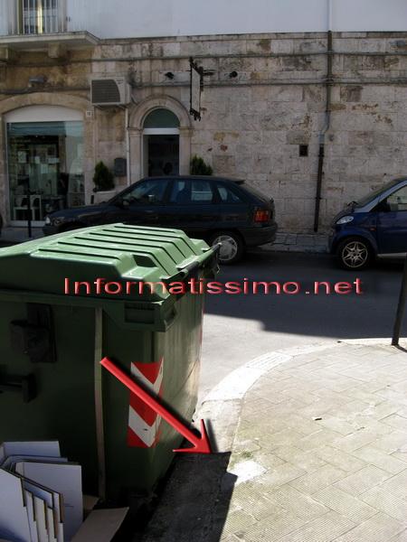 Via_Cairoli_buco_richiuso_segnale__senso_unico_low
