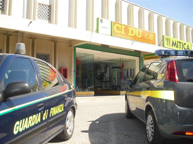 foto_2c_-_7.4.2010_sequestro_gdf_-putignano_al_Bari_Centro_Lotto_11_-_az-_CI-DU_2