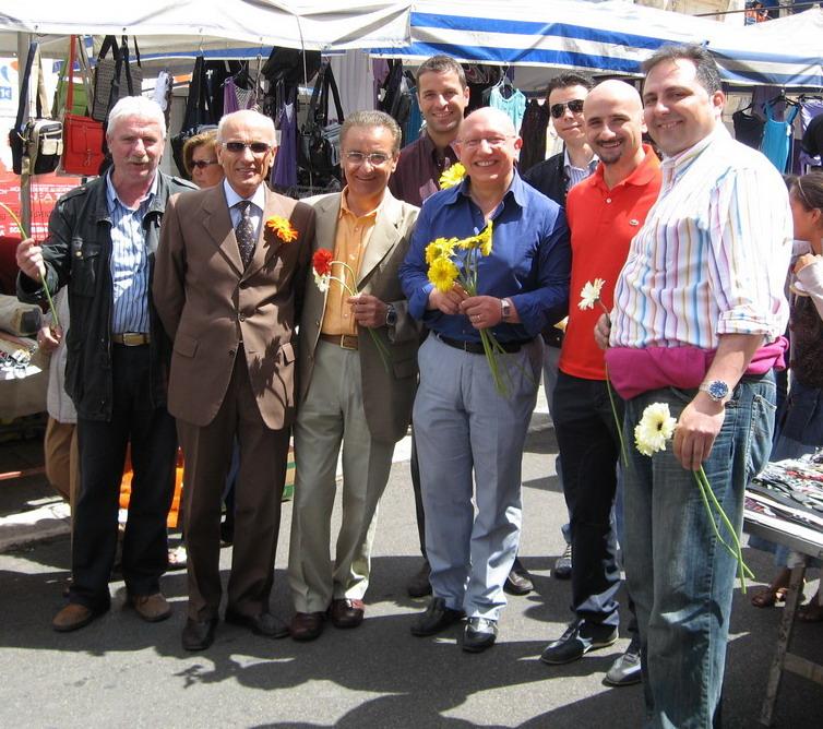 De Miccolis al mercato con Pietro Console, Pietro Sportelli, VitoGenco e Antonello Romanazzi