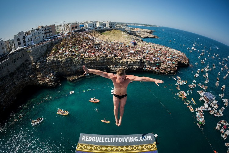 Tuffi: Red Bull cliff Diving, da venerdì atleti a Polignano